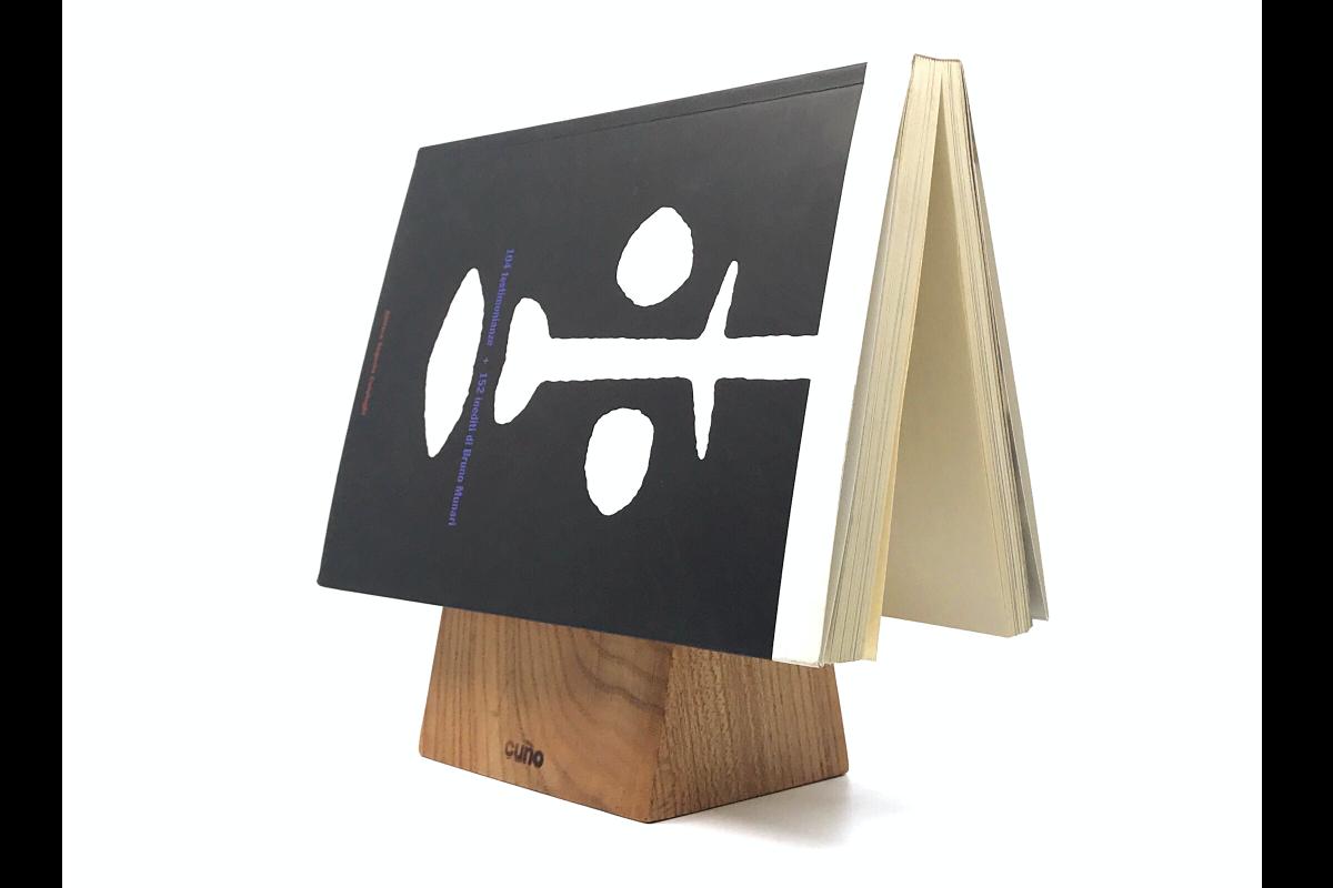 Vud progetto cuño segnalibro con libro 1