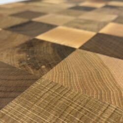 Vud checkered cuttingboard surface